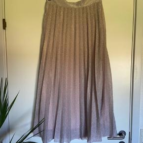Smuk glimmer nederdel fra only