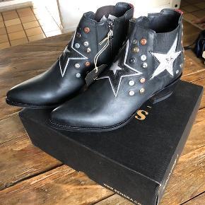 Super fede cowboy støvler med mange fede detaljer - nypris 2400,-