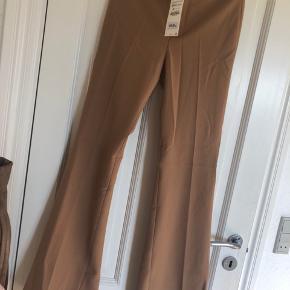 Bukserne er blevet lagt 3 cm op, da de var meget lange, men fik dem aldrig brugt selvom de passer nu.