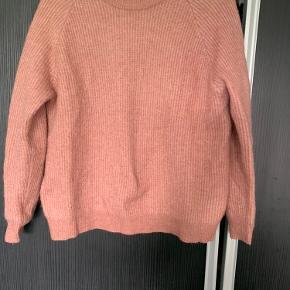 Fin og velholdt sweater.