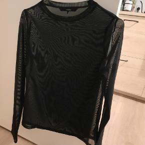 Smuk gennemsigtig bluse fra Vero Moda. I str. XS. Kan afhentes i Aarhus eller efter aftale i Aalborg. Kan også sendes ☺