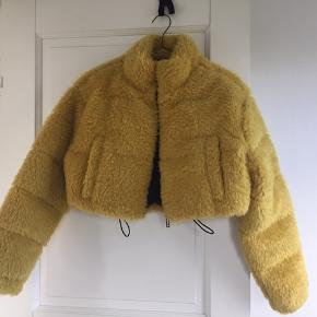 Gul plys jakke, normal i størrelsen