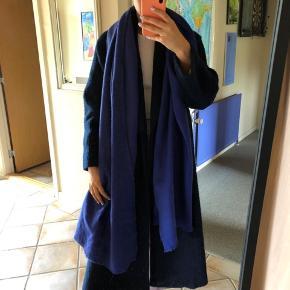 Sødt kobolt blå tørklæde. Byd :)