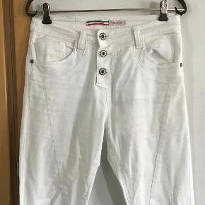 De lækreste jeans af bomuld, elasthane. Livv. 75 cm. Skridtlængden 76 cm.
