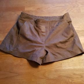 Brune skind shorts fra Selevted Femme str. 38