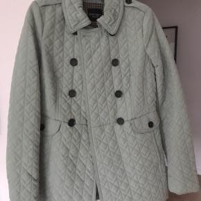 Smuk jakke som jeg aldrig har brugt  Passer Small og medium   Nypris 799