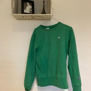 Grøn sweatshirt fra Champion.  Sælges, da jeg ikke selv får den brugt.  Skriv endelig for flere billeder og byd gerne.