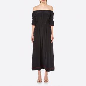 Overvejer at sælge denne ganni kjole i 100% silke til rette bud.