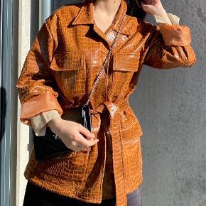 Helt ny jakke fra Nasty Gal. Vildt lækker og slet ikke brugt.
