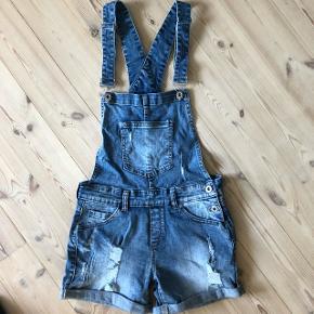Overalls shorts købt i NewYorker denne sommer! Nypris 250kr - Aldrig brugt ☀️Str. M