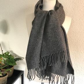 Second Female tørklæde