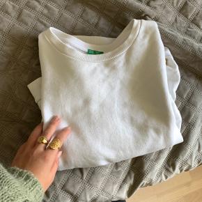 Sælger denne fine oversize sweater fra Benetton💗