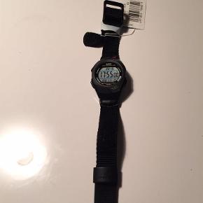 Varetype: NYT Casio str. 300B-1VERStørrelse: 300B-1VER Farve: Sort Oprindelig købspris: 600 kr.  NYT Casio str. 300B-1VER.  Mindsteprisen så tæt på nyprisen som muligt.  Jeg bytter ikke.
