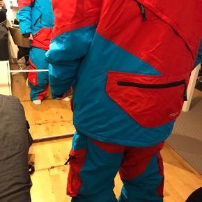 Rigtig lækkert skisæt til mænd - passer både M og L. Købt af en skitøjsentusiast, der bare aldrig fik det brugt ❄️☃️ byd gerne!