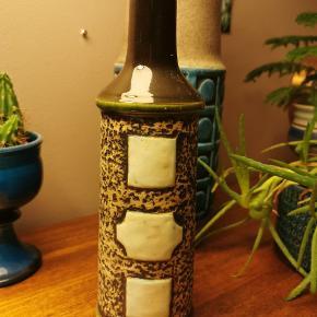 Super fin, høj retro keramik vase. W. Germany. Grafiske mønstre. Grøn. Ingen skår, kun alm. Slid/brugsspor.