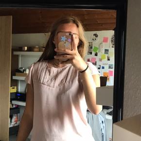 🌻 såå fin Rosa bluse t-shirt 🌻 🌻 mødes i Aalborg samt omegn 🌻 🌻 mængderabat gives 🌻 🌻 spørg for flere billeder 🌻