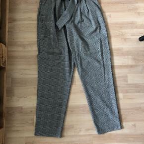 Aldrig brugt, super fede bukser fra ZARA med aftageligt bælte