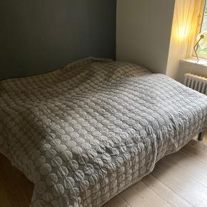 Sælger mit HAY senge tæppe.