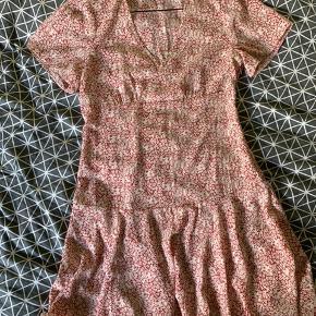 Neo noir Dima dress / kjole❤️ ALDRIG brugt.  Np: 499,- IKKE rygerhjem. Tjek også mine andre annoncer:)