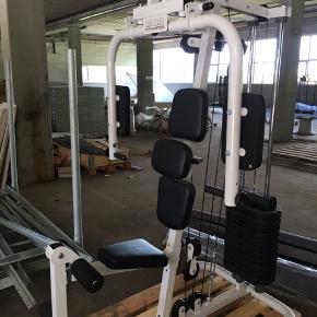 Kettler træningsmaskine med flere forskellige funktioner.