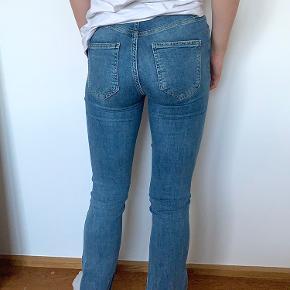 Gina tricot trompetbukser Virkelig fin stand Str small   Tjek min shop ud for flere jeans!!