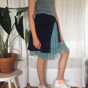Mega fin strop kjole med super lækkert stof. Næsten aldrig brugt, og er i god stand. Ingen pletter, og næsten som ny.