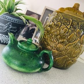 Flot gammel keramik  tekande   Stor West germany låg krukke 100 kr lille afslag inden i krukkens kant. Ses ikke.