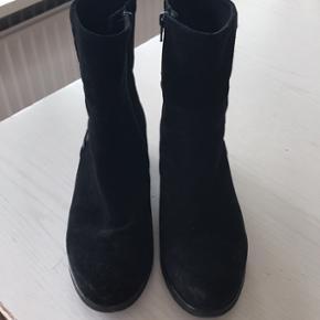 Gabor støvlette i str 37,5. Kun brugt indendørs. Np er 1100 kr.