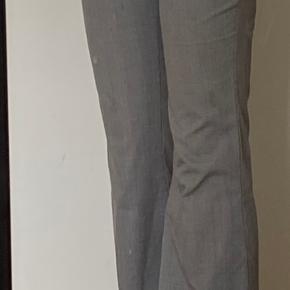 🤍Grå ternede flared bukser fra Zara 🤍Str. s (lidt stor i str.) 🤍Brugt, men ingen pletter eller tegn på slid