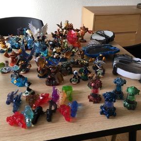 36x Skylander figurere i forskellige størrelser, 4ximaginators, 13x trappers(til at fange skylanders i spillet), 3x plader til spillet og spillene - skylanders: swapforce+skylanders:imaginators.
