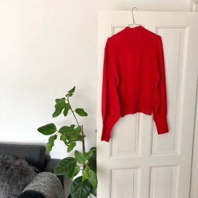 """Just Female """"Alma Knit"""" bluse i farcen Aurora rød str. M. Nypris 700 kr. 🦞 Materiale: 62% viskose & 38% polyamid   Byd gerne kan både sendes på købers regning eller afhentes i Aarhus C 📮✉️"""
