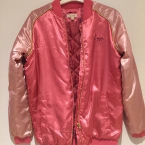 Super fin Sandy jakke. Det er str 14, men kan passes af en xs 34-36.