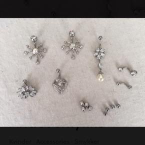 Smukke smykker til navlen i kirurgisk stål. De er alle helt nye og ubrugte.  Nr. 1. 2. 3. ...... 85,- Nr. 3 er solgt. Nr. 4. 5. .......... 65,- Nr. 6. ............... 25,- Nr. 7. ................ 15,- Nr. 8. ................ 10,- Nr. 9. ................ 15,-  Kan sendes for 10,- med PostNord