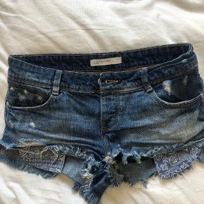 Søde zara shorts, med fine detaljer ved lommerne. BYD:)