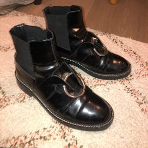 Udsolgte Asos støvler str 38. Byd!