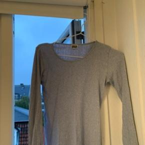 Pose med forskelligt tøj 150kr  Mere end på billederne :) 15 stk tøj ca