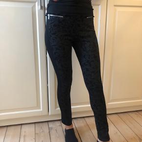 Karen Millen legging