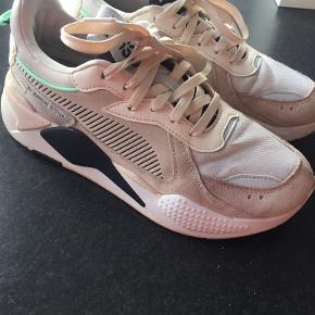 RS X reinvent,  fede sneakers fra Puma, købt på nette og passer desværre ikke til min fod. Meget lidt brugsspor, fremstår næsten som nye, se venligst billeder 😊