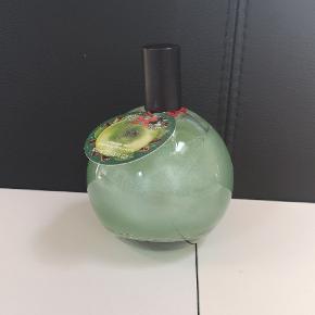 Parfume fra The Bodyshop med duft af kanel og æble 🍏 Kan sendes eller afhentes i Kolding/Egtved