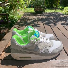 Nike air max, stort set aldrig brugt.    Sælges evt billigere i hurtig handel. Vil gerne havde sendt dem afsted til en ny ejer.