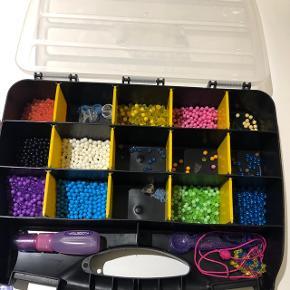 Beados perler.  Inkl tørrer, maskine til at fordele dem let, plader, mønstre og kasse med masser af perler!