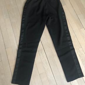 Bukser med fine detaljer. Som nye. #30dayssellout