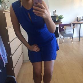 Blå let sommerkjole fra MANGO  • Str S  •  Brugt en enkelt gang  • I perfekt stand