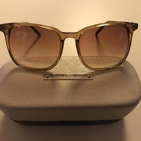 Varetype: Solbriller Størrelse: Se billede Farve: Brun