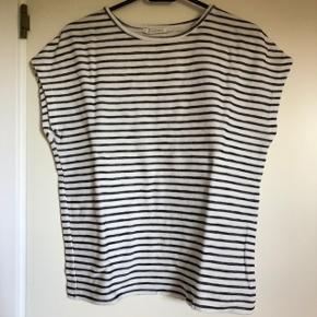 Stribet t shirt fra Pieces i fin stand. Str S