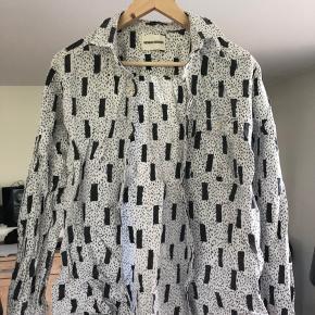 Sjælden Henrik Vibskov skjorte. Kun lavet få af dem. Fitter en medium