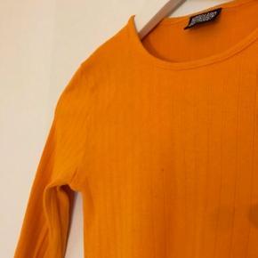 Mads Nørgaard bluse i flot orange farve. Passer en str XS-M.