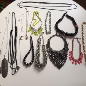 Forskellige halskæder fra bl.a. Cos, Zara, Second Female osv. Spørg for info og pris.