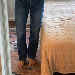 Vintage Levi's jeans.  De er str. W33 og L34, men svarer nok til en str. 30-31, da Levi's er små i str.   Byd endelig :)