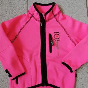 Lfot mmp jakke med fleece indvendigt. Perfekt til sommer og også som 2 lag under andre jakker. Str 98.